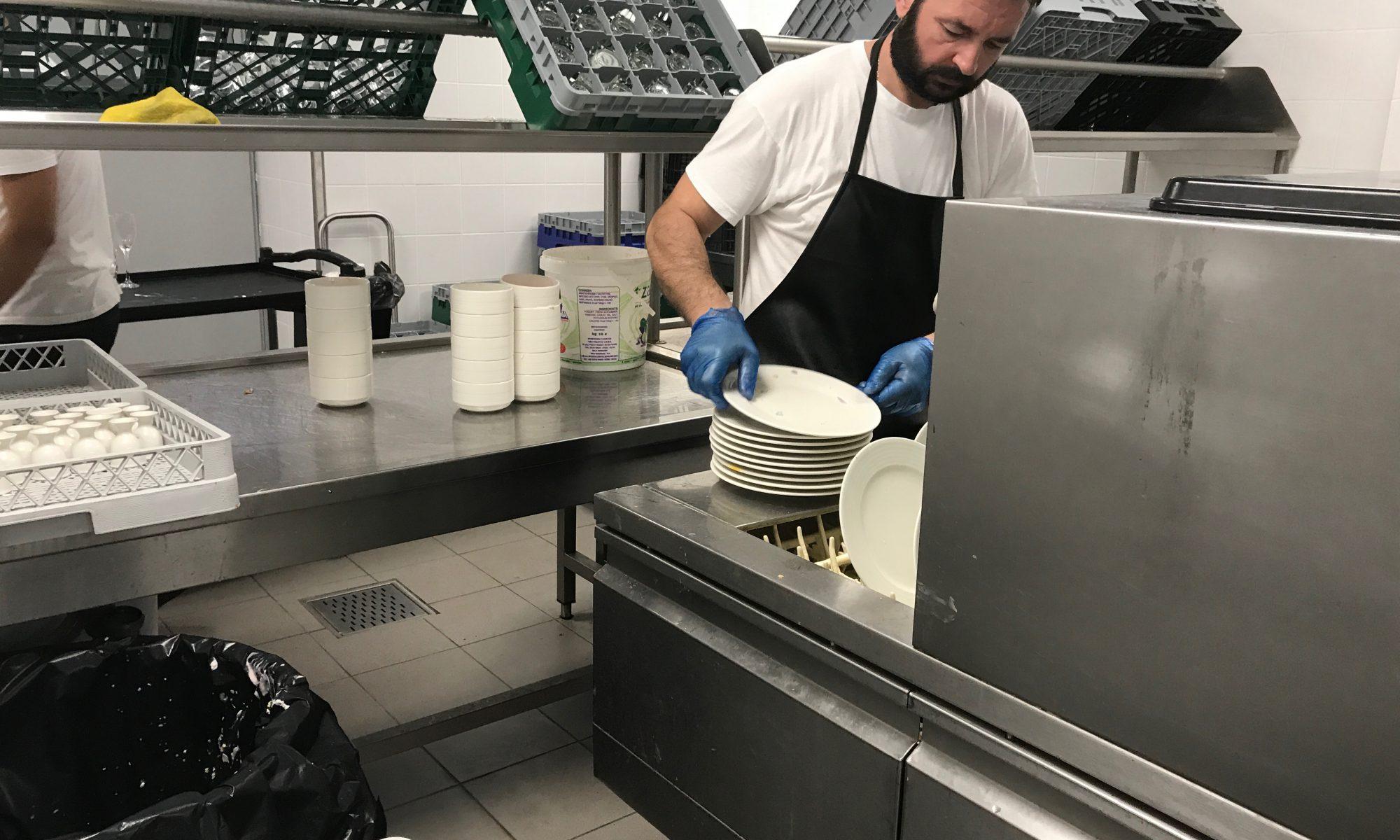 Porzellan in der Spülküche